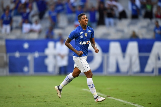 Jovem atacante voltou a brilhar marcando os dois gols do Cruzeiro – Foto   SPFC 73a0d20e2690b