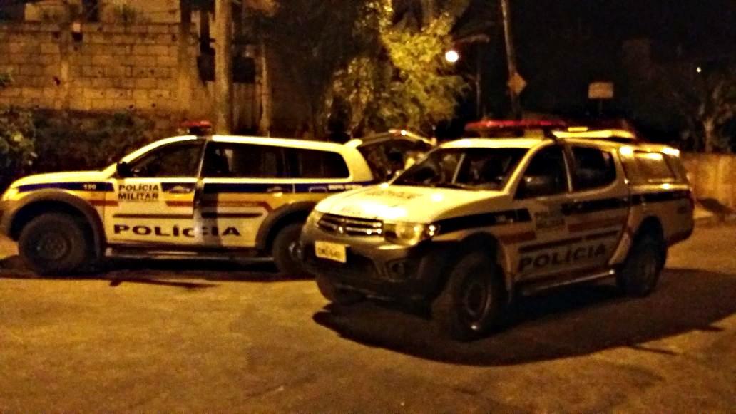 VIOLÊNCIA – Assaltantes cercam carro, atiram pro alto e levam dinheiro de empresa em Itabira