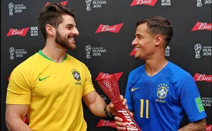 Copa do Mundo – Alok entrega a Coutinho prêmio de melhor jogador do jogo do Brasil na Copa