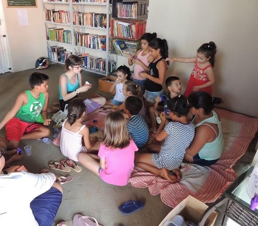 Garagem vira biblioteca para incentivar a leitura em Jaú