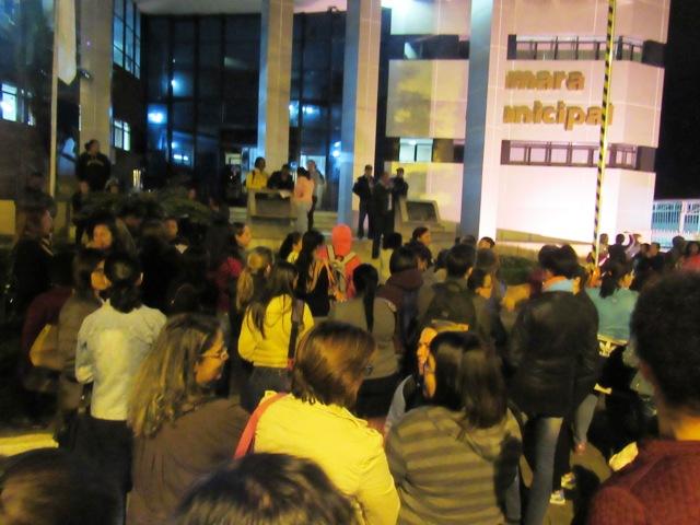 Servidores municipais mantém manifestações e lentidão nos serviços da Prefeitura