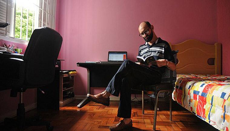 Escritor e cientista brasileiro com paralisia cerebral publicou 74 livros