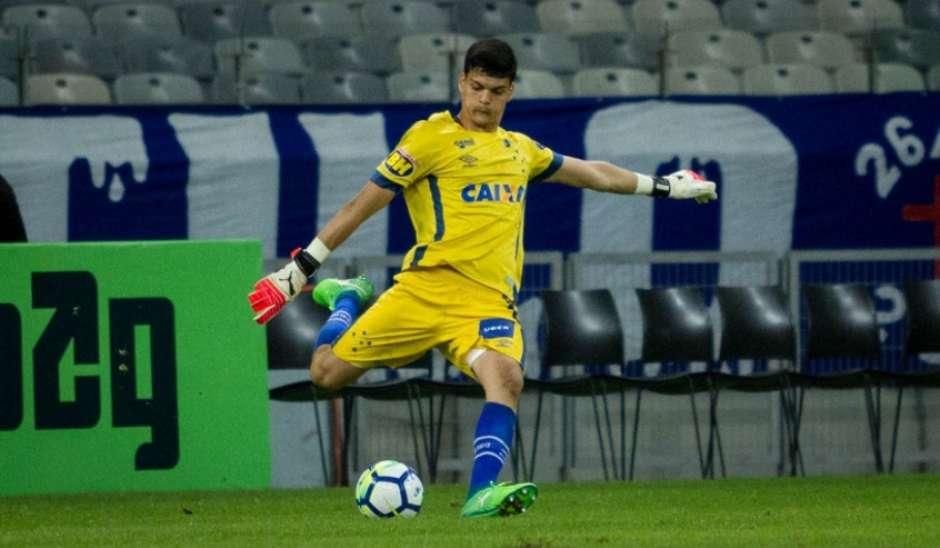 Goleiro do Cruzeiro sub-20 pega pênalti e diz: 'Me inspiro no Fábio'