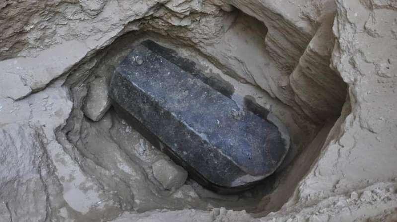 Abriram o grande e misterioso sarcófago encontrado no Egito, mas não tem nenhuma maldição nele