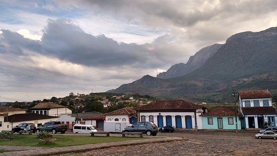 Catas Altas – Obras para implantação de sinal de celular no Morro D'Água Quente estão em andamento
