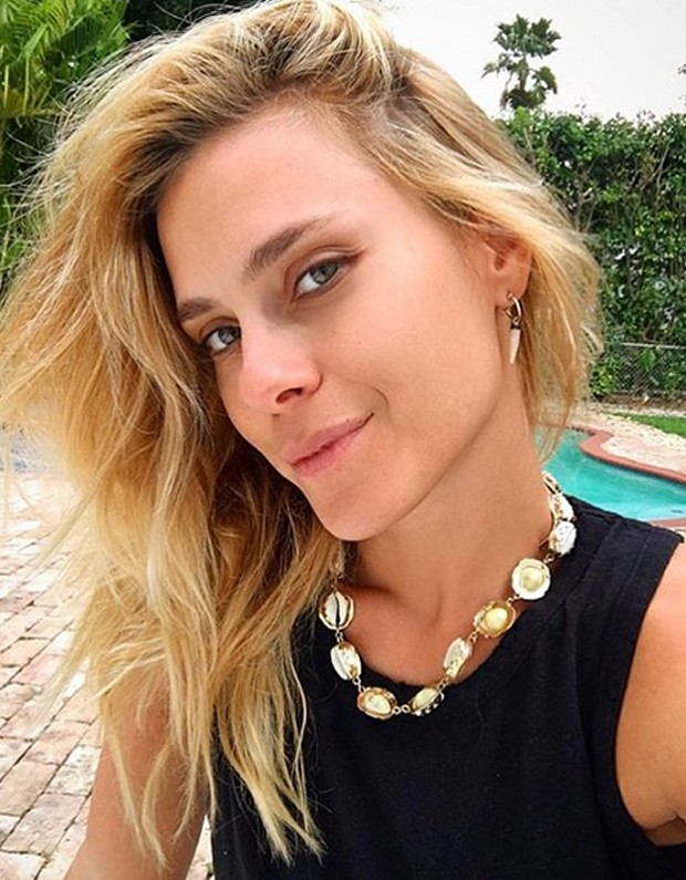 cb47b2444 ATRIZ – Aos 40 anos, Carol Dieckmann diz: 'Me acho mais bonita' – Via  Comercial