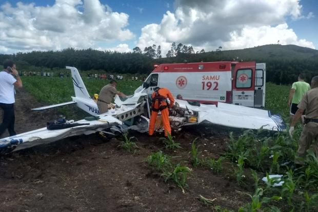 Resultado de imagem para Uma aeronave de pequeno porte caiu, na manhã desta segunda-feira, em uma fazenda de Jequitaí, no Norte de Minas Gerais. Quatro pessoas morreram, entre elas um empresário e pecuarista do estado e a esposa.