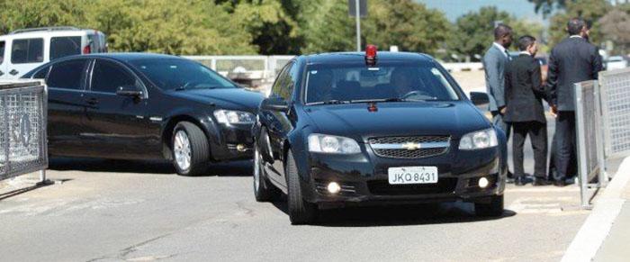 Resultado de imagem para Governo comprará carros que resistem a submetralhadora para Bolsonaro