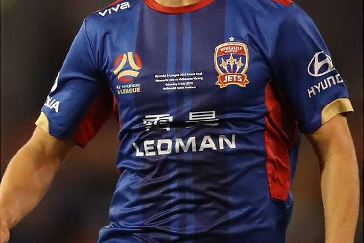 f4e32655f89a7 Ledman estampa sua marca no espaço mais nobre da camisa do Newcastle Jets