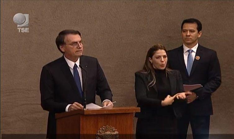 DIPLOMAÇÃO – Bolsonaro pede confiança a quem não votou nele em outubro