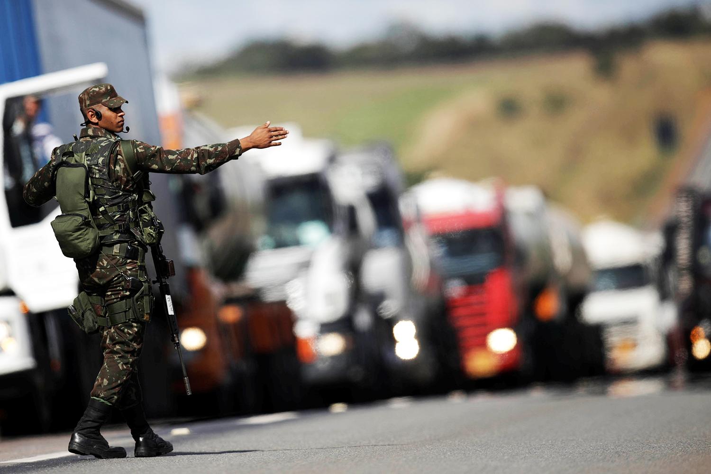Caminhoneiros se dividem sobre greve prevista para esta segunda