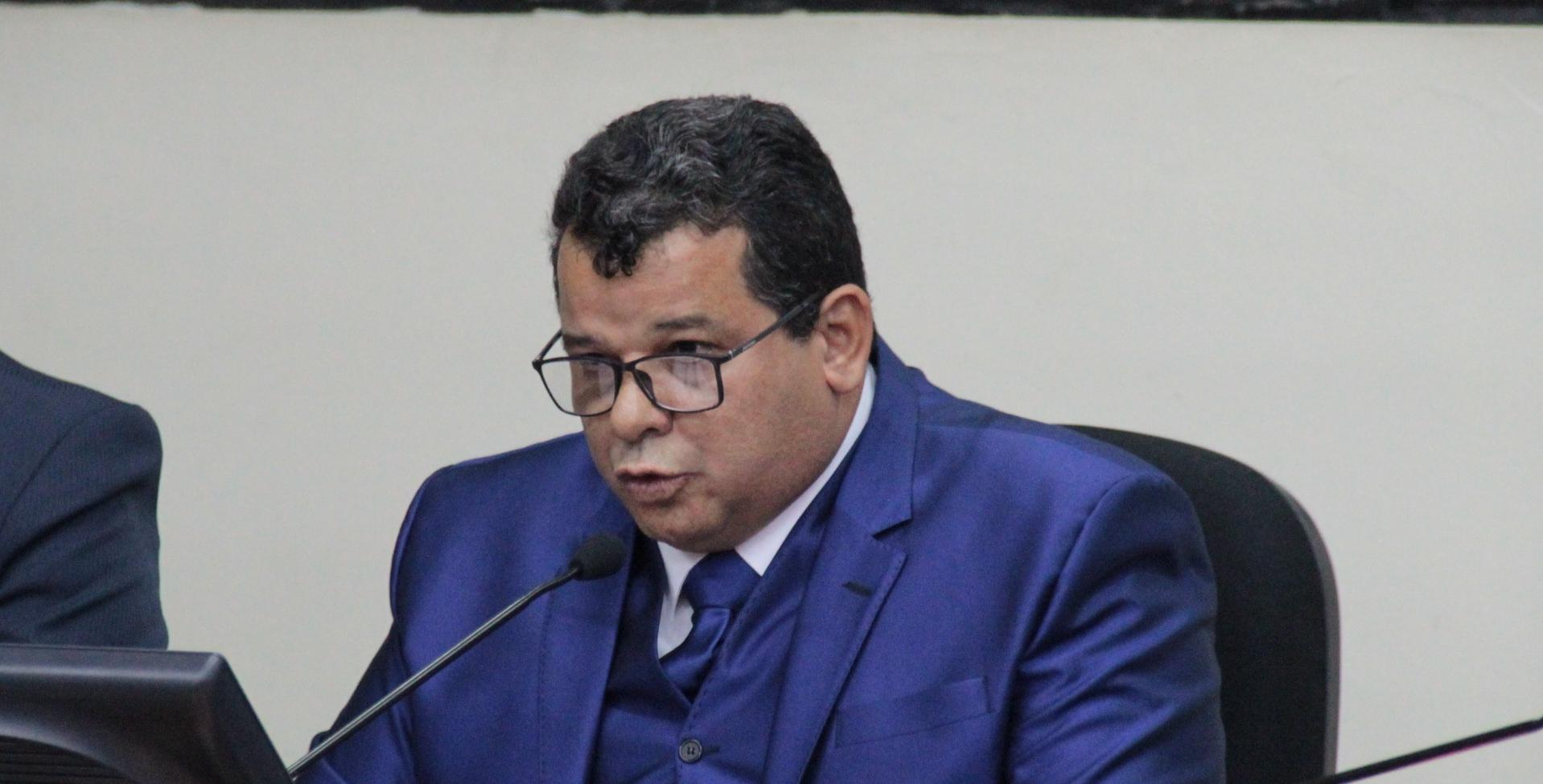 """POLÍTICA – Câmara de Itabira afasta vereadores acusados de """"rachadinhas"""" e convoca suplentes"""