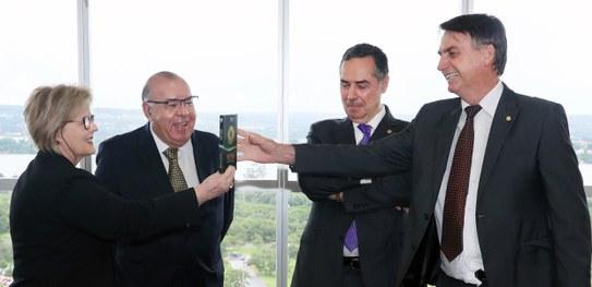 NOVO GOVERNO – Bolsonaro recebe hoje diploma do TSE que confirma vitória na eleição