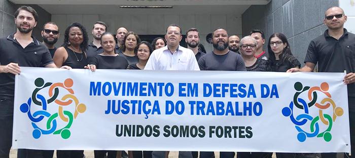 Servidores da Justiça do Trabalho em Itabira manifestam contra declarações de Bolsonaro