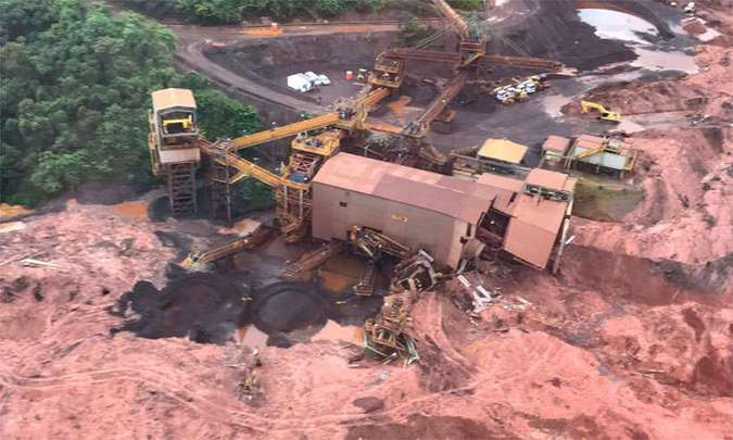 BUSCAS POR VÍTIMAS – Bombeiros encontram mais dois corpos na área do desastre em Brumadinho