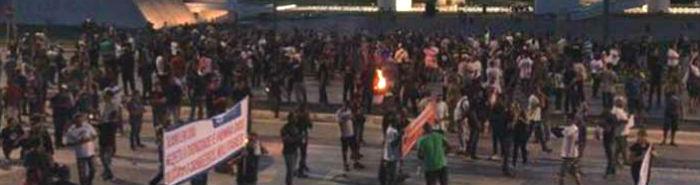 Servidores da segurança de Minas bloqueiam a MG-010 contra parcelamento do 13º