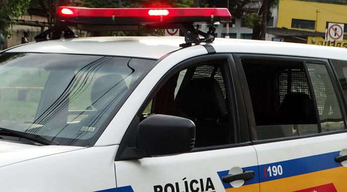 JOÃO MONLEVADE – Homem atropela rival sentado na calçada no bairro Lourdes