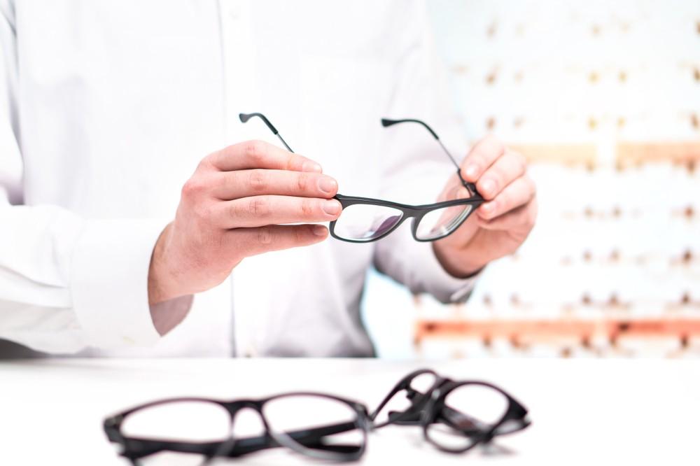 SAÚDE- Entenda por que é perigoso comprar óculos sem receita