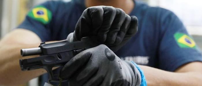 Bolsonaro promete novas regras para porte de armas de fogo para colecionadores e caçadores