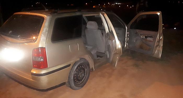 TENTATIVA DE HOMICÍDIO – Homem é baleado e tem carro crivado de tiros no Santa Ruth