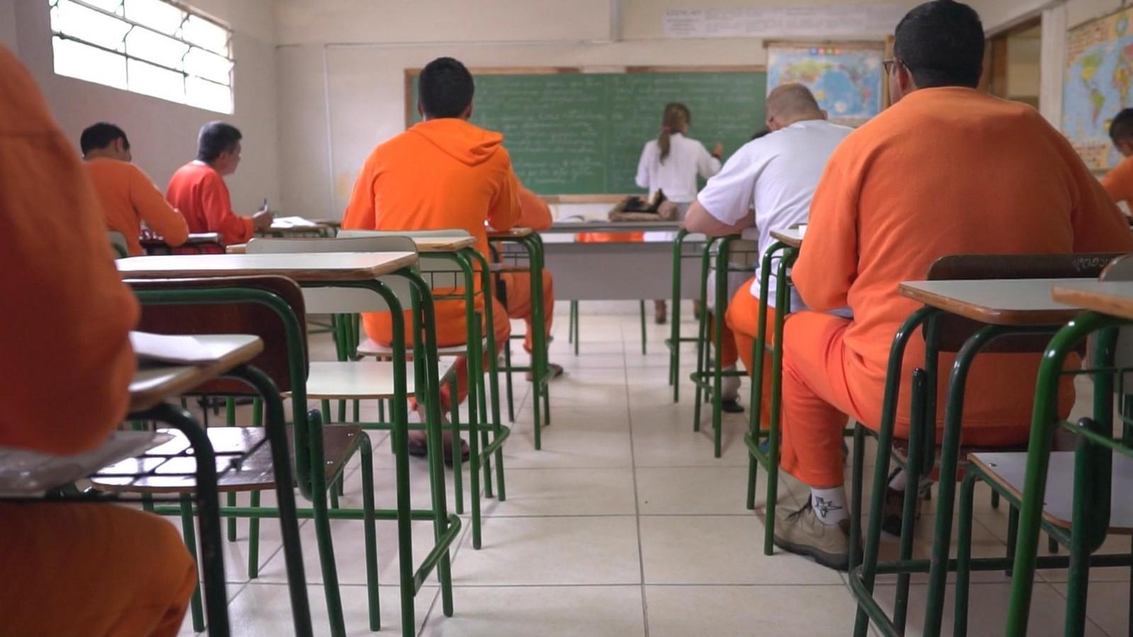 POPULAÇÃO CARCERÁRIA – Menos de 1/5 dos presos trabalha no Brasil; 1 em cada 8 estuda