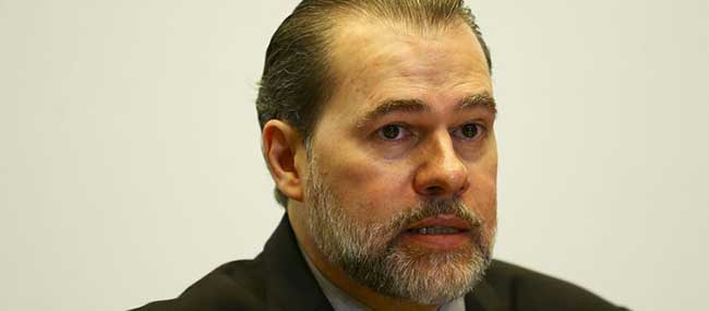 Reformas devem enxugar Constituição, defende Toffoli