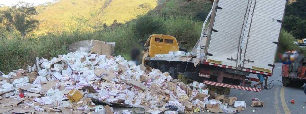Caminhão tomba e deixa dois feridos na estrada que liga Itabira a Nova Era