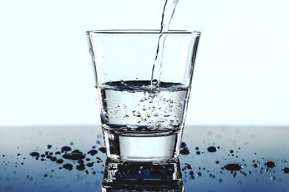 DESTRINCHANDO – Quantos copos de água eu devo tomar por dia