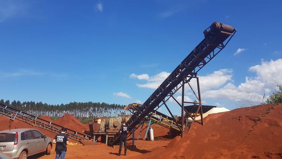 Dono de mineradora clandestina é preso por extração ilegal de minério em Mariana