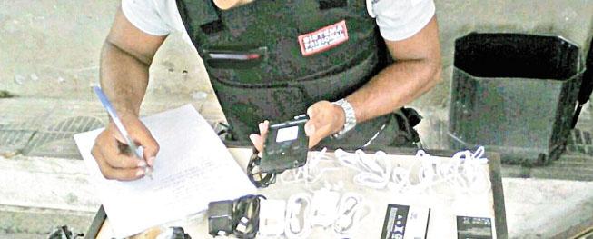 Presos mineiros pagam até R$ 12 mil para ter um celular dentro da penitenciária
