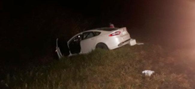 Motorista com sinais de embriaguez fica ferido após carro sair da pista na BR-262, em Pará de Minas