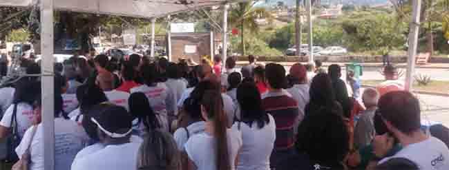 Culto ecumênico homenageia vítimas cinco meses após rompimento de barragem