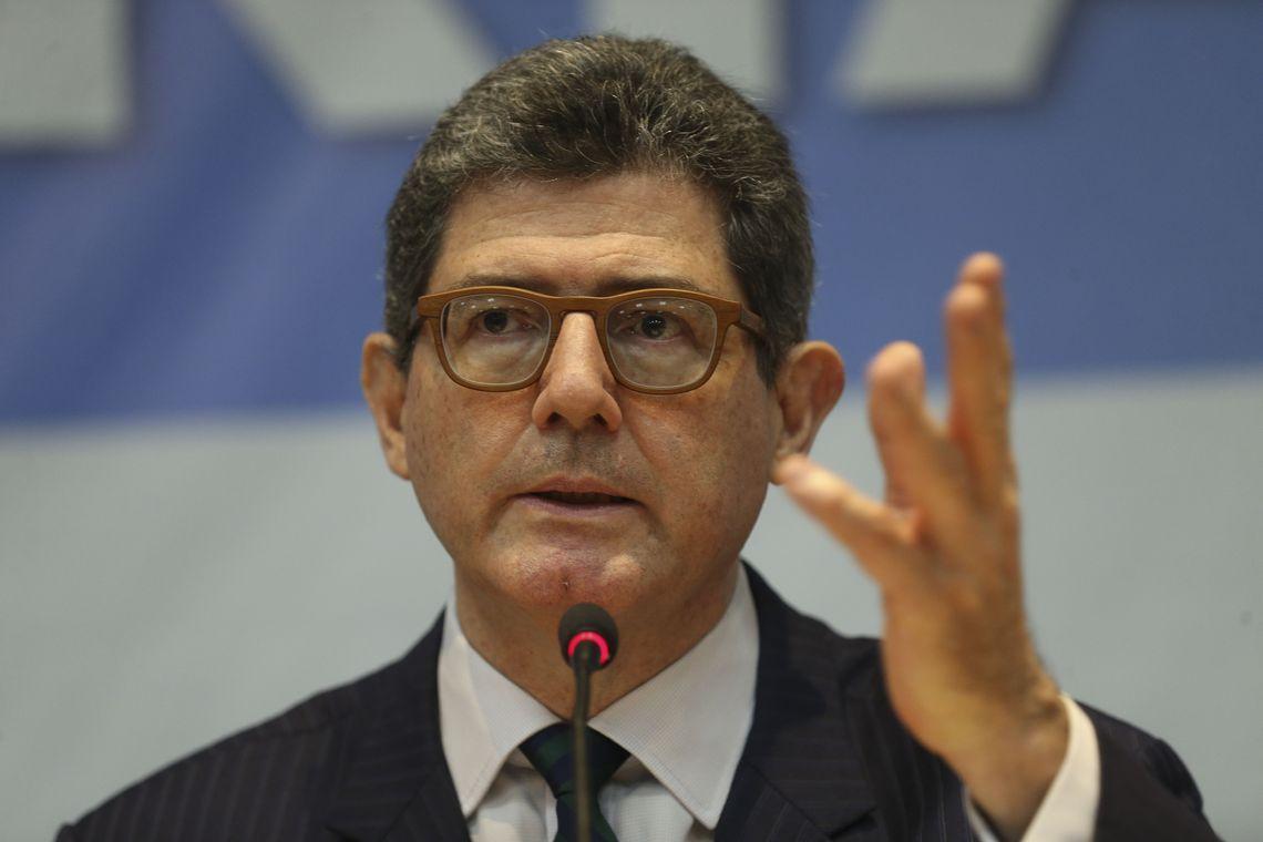ATRAVÉS DE CARTA – Presidente do BNDES pede demissão