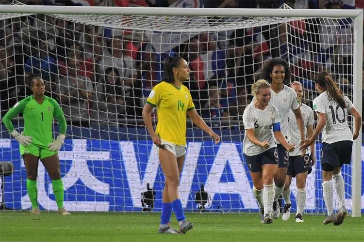 Brasil perde da França na prorrogação e cai nas oitavas da Copa do Mundo Feminina
