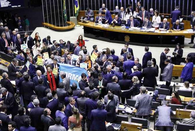 PSB abre processo contra dissidentes que votaram a favor da Previdência