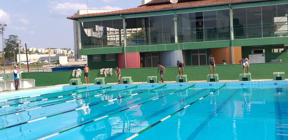 ESPORTE – Provas de natação do Conexão Jovem movimentam clube em Itabira