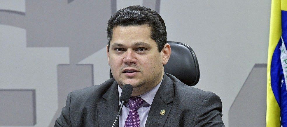 Presidente do Senado quer estados e municípios na reforma por PEC paralela
