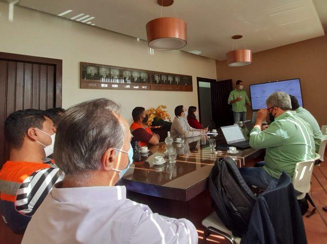 Equipe da Vale e prefeitura reunidos durante apresentação do Plano de Ação. Foto: Nívia Martins